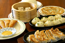 Boiled dumpling : \150〜 for 3 pieces Quick starters : \280〜 for each dish