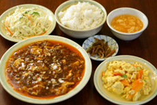 Lunch set \580~ Bottomless bowls of rice and dessert, free refills of selected drinks